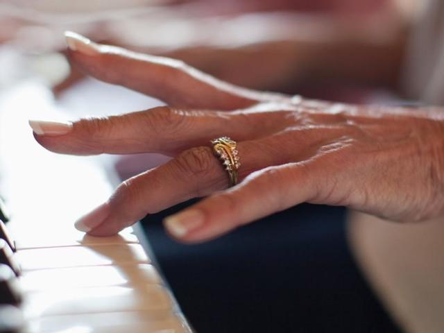 Feinsinnige Erzählung: Anna, Alzheimer und ihr Klavier