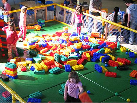 Monkey Town Dortmund mit Gutschein besuchen: 50% sparen beim Indoor-Spielplatz!