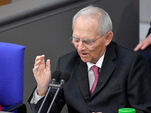 Länder halten sich nicht an Absprachen – Schäuble kritisiert Vorpreschen bei Vorteilen für Geimpfte