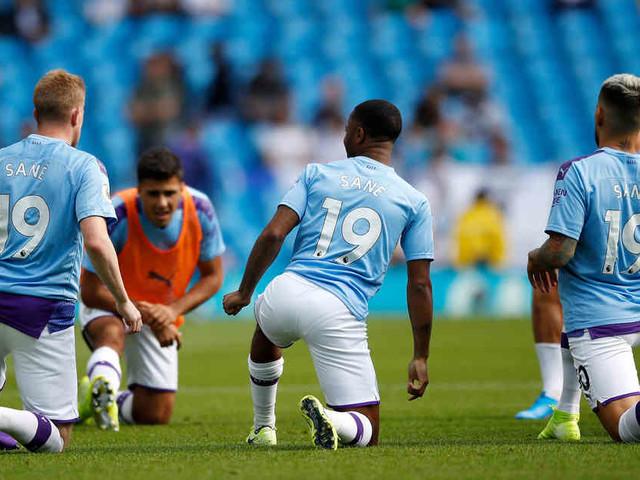 Nach schwerer Verletzung: Manchester-City-Spieler tragen Sané-Trikots beim Aufwärmen