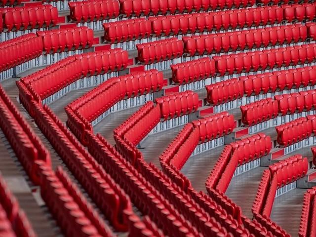 Zuschauer-Wirrwarr im Fußball: Clubs wollen vollere Stadien