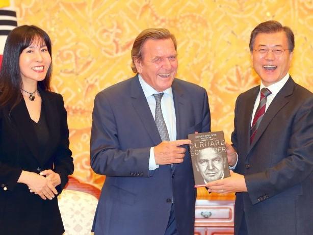 Interessenkonflikt: NRW mahnte Altkanzler Gerhard Schröders neue Freundin ab