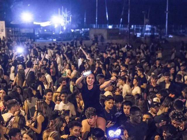 Riesenpartys mit 40 000 Teilnehmern in Barcelona