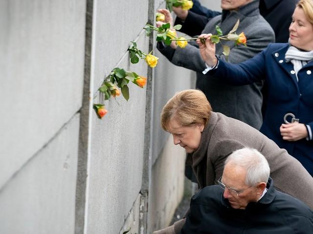 """Zentrale Gedenkfeier in Berlin: Merkel: """"Errungene Freiheit verteidigen"""""""
