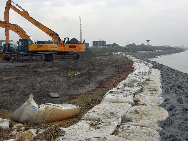 Bremerhaven - Bremerhaven: Deichbauer machen Seedeich sturmflutsicher