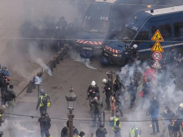 """""""Gelbwesten"""" in Frankreich: Erste Krawalle am Großprotesttag"""