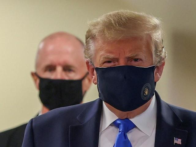 Seltener Auftritt von Trump mit Maske; Maskenpflicht: zehn Anzeigen in Velden