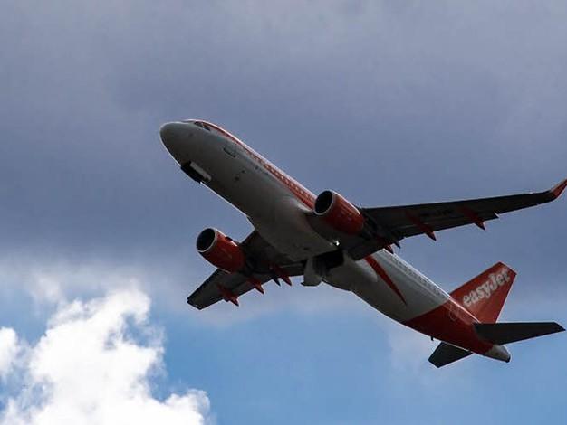 Wie viel darf Fliegen kosten?: Luftverkehrsabgabe der Umweltministerin stößt auf Kritik