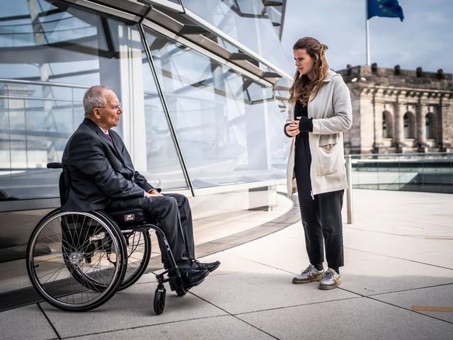 Luisa Neubauer und Wolfgang Schäuble über die Schuld der älteren Generation am Klimawandel