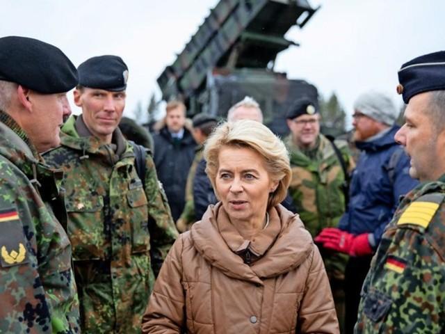 """Ursula von der Leyen wünscht sich """"Wind of Change"""" für Zapfenstreich"""
