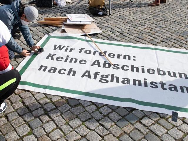 """Laschet will Abschiebungen nach Afghanistan weiterführen - SPD sieht """"menschenfeindliche Linie"""""""