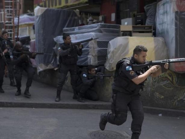 Kriegsszenen in Brasilien: Militär rückt in Favela in Rio ein