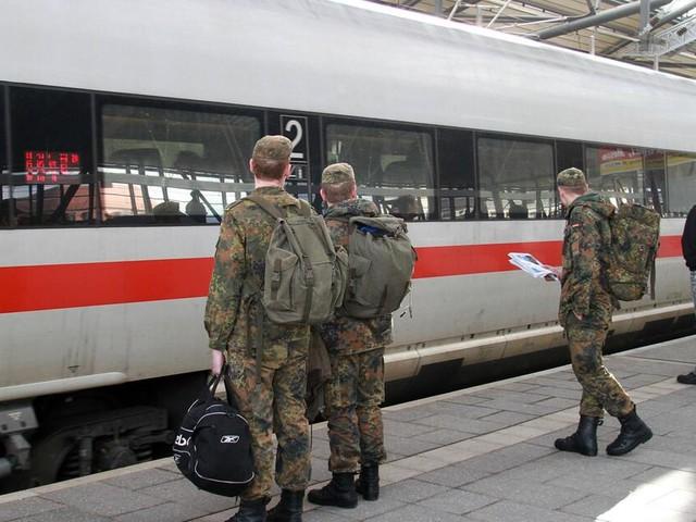 Ministerium und Bahn ringen um Gratis-Fahrten für Soldaten