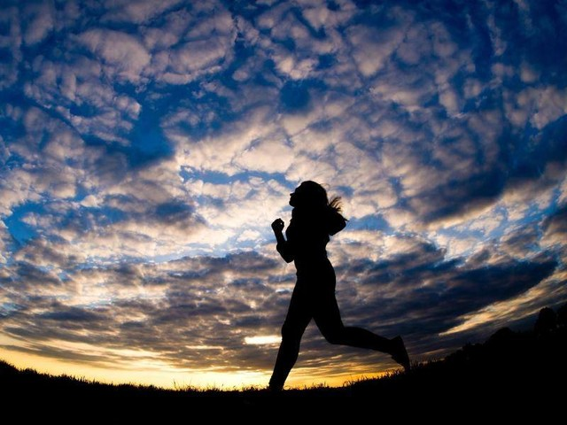 Lieber mit Lampe laufen: Wie Jogger im Dunkeln sicherer unterwegs sind