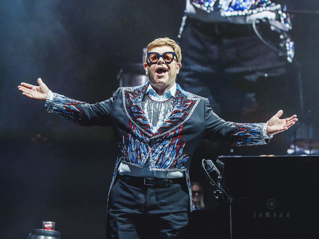 "Elton John tritt als Co-Host beim Livestream-Event ""YouTube Pride 2021"" auf"