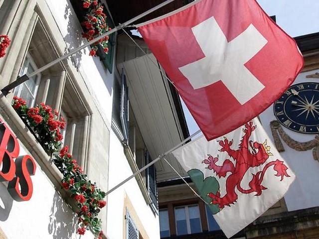 - Schweizer Großbank UBS zu Rekordstrafe verurteilt