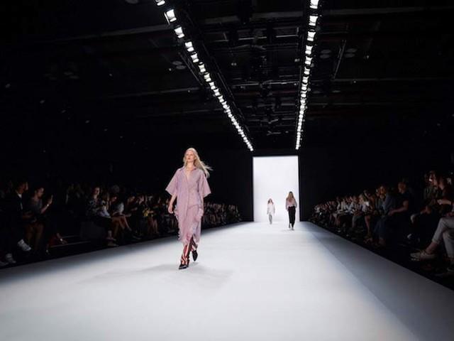 """Kompakt und """"aufmerksamkeitsstark"""": Mercedes-Benz präsentiert neues Modenschau-Format für Berlin"""
