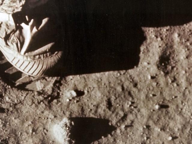 Warum der Mensch auf den Mond fliegt
