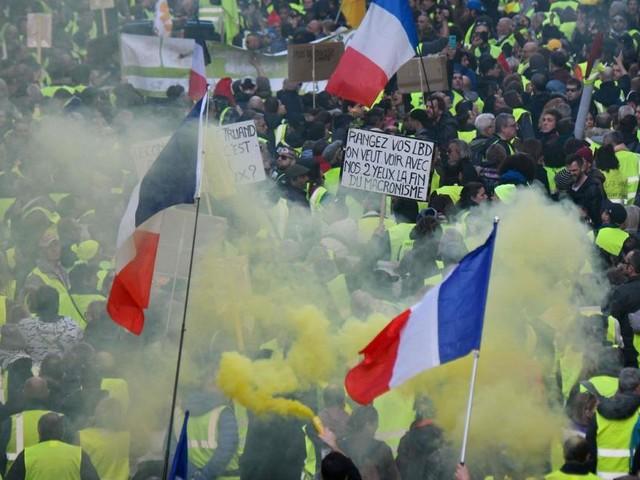 """Gelbwesten""-Proteste in Paris: Demonstrant verlor Hand"
