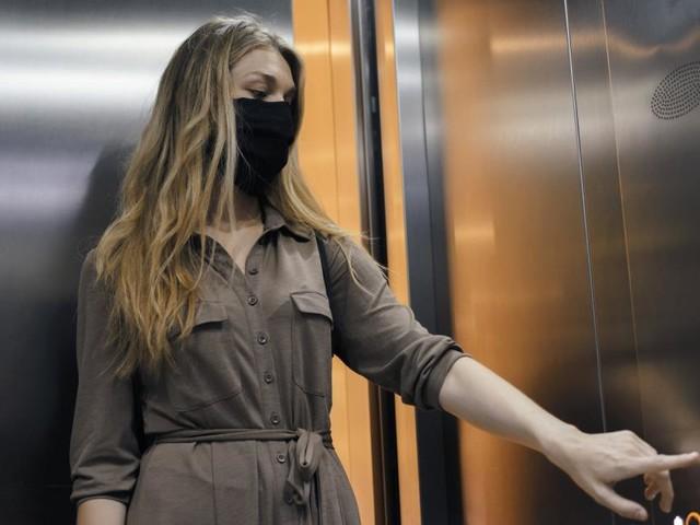 Aufzug im Wohnhaus: Die Aerosole fahren mit