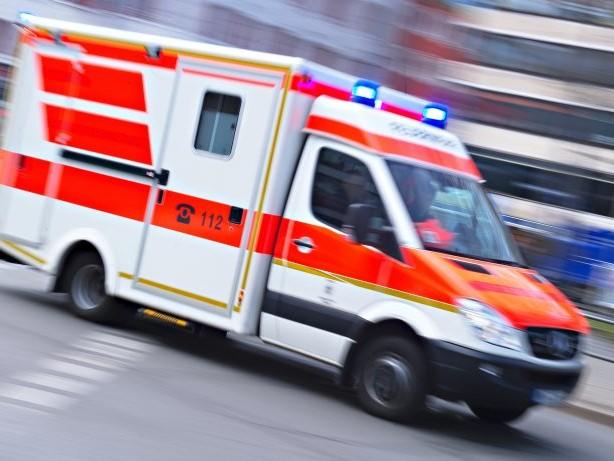 Unfälle: Autos fahren in Menschengruppen – eine Tote, viele Verletzte