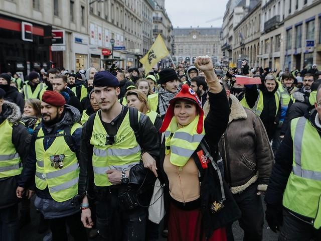 Neue Ausschreitungen erwartet: Mann stirbt bei Gelbwesten-Protest in Belgien