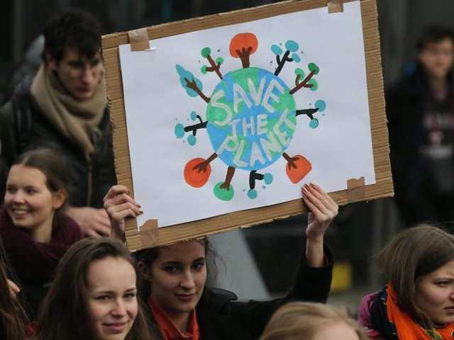 Nach Demos: Faßmann engagiert sich für Umweltschutz im Lehrplan