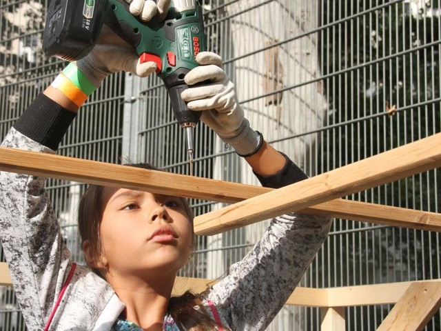 Wo Kinder mit echtem Werkzeug bauen dürfen