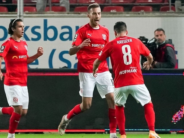 Fußball | 3. Liga: Halle entscheidet wildes Derby gegen Magdeburg für sich