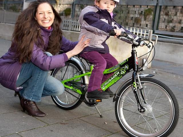 Laufrad, Fahrrad, Freiheit - Was müssen Eltern bei Kinderfahrrädern beachten?