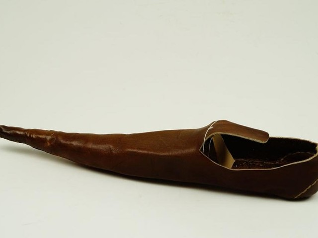 Wie sich bereits Mittelalter-Menschen mit spitzen Schuhe die Zehen ruinierten