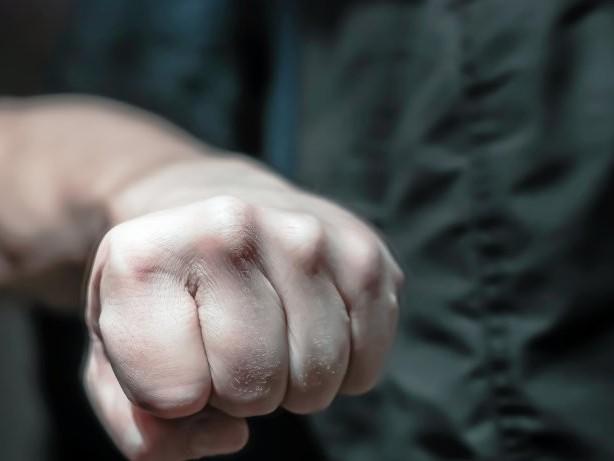 Raub: Zwei Räuber schlagen 14-Jährigen in Rumeln ins Gesicht