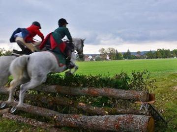 Schleppjagd: Rasanter Ritt durch Wiesen und Felder