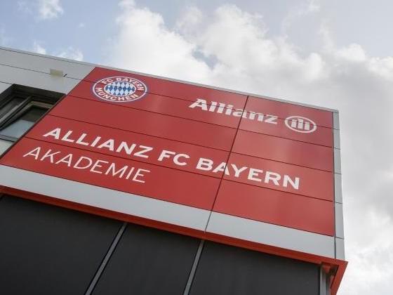 """Hoeneß: """"FC Bayern Campus"""" Antwort auf Transferwahnsinn"""