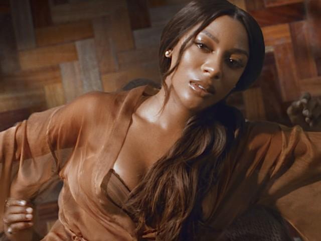 "Victoria Monét veröffentlicht Video zu ""Moment"" // Official Video"