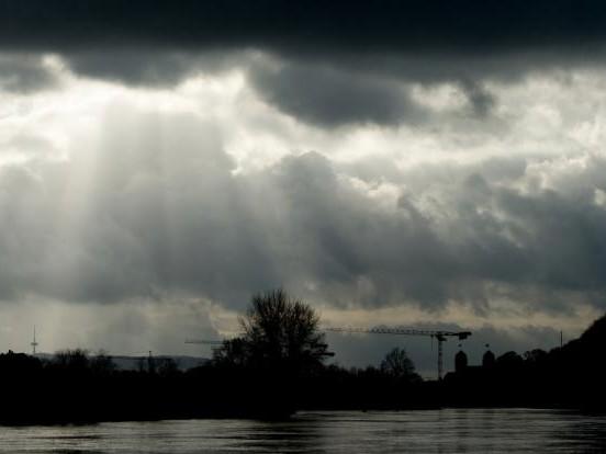 Todes-Drama in Minden: Mann erwürgt Ehefrau (22) und wirft sie in die Weser