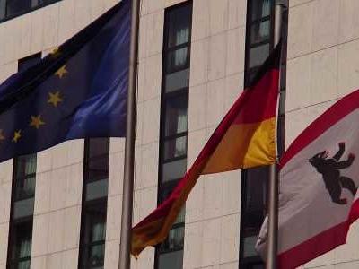 BERLIN - Nach den Stimmenverlusten der AfD bei der Bundestagswahl hat der Parteivorsitzende Jörg Meuthen eine schonungslose Analyse möglicher Fehler angekündigt.