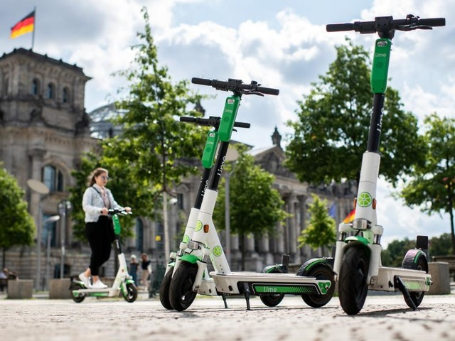 CDU will wild abgestellte E-Scooter in Berlin verschrotten