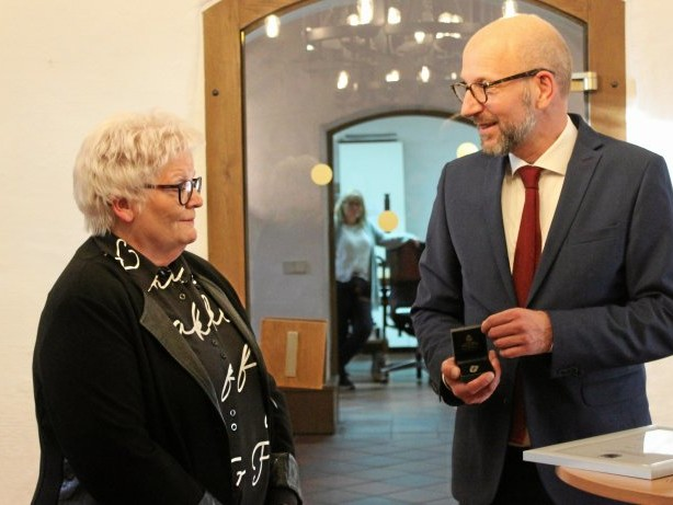 Auszeichnung: Drolshagen: Jutta Nebeling mit silberner Ehrennadel geehrt