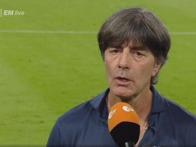 EM: ZDF-Kamera schwenkt im Löw-Interview plötzlich weg