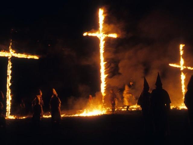 Elf Jahre Gefängnis, weil er ein Holzkreuz in Brand steckte