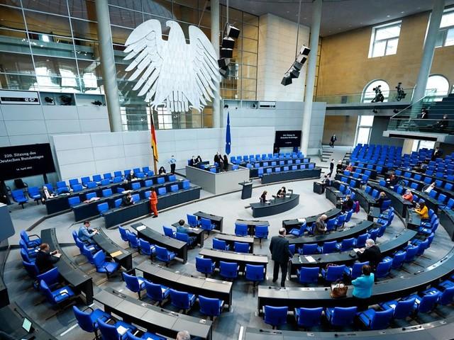Nebentätigkeiten von Bundestagsabgeordneten: Viele Nachmeldungen nach der Maskenaffäre