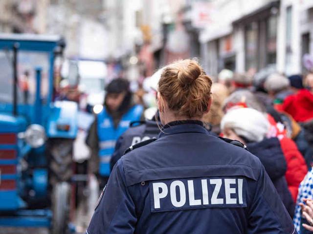 250.000 Narren feierten im Straßenkarneval: Polizei in Bonn zieht positive Bilanz an Rosenmontag