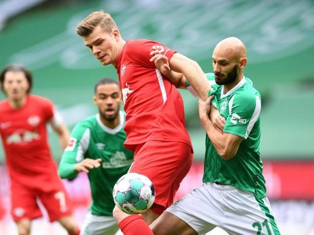 Bundesliga: Rückschlag für Werder: Abwehrchef Toprak droht Saison-Aus