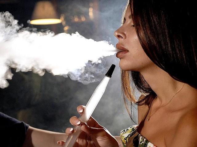 Suchtgefahr, Infektionen, Kohlenmonoxidvergiftung - Shisha rauchen: Die unbequeme Wahrheit über die Wasserpfeife