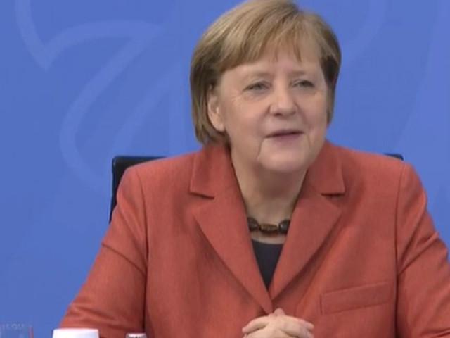 Merkel erklärt, was auf Zettel stand, den sie weiterreichte