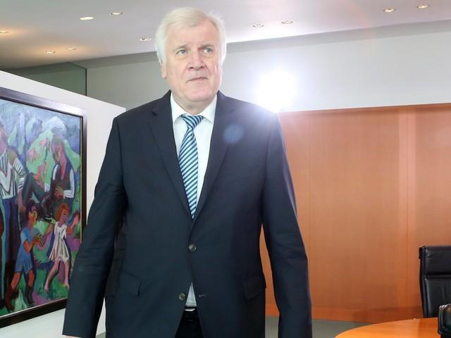 Horst Seehofer: 290 Kulturschaffende fordern Rücktritt des Bundesinnenministers