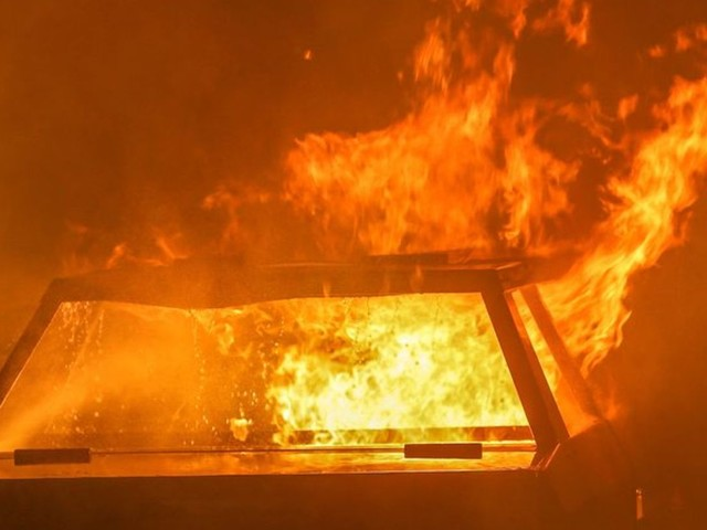 Autos brennen in Spandau