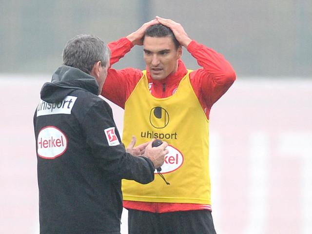Pause für Fortunas Innenverteidiger : Kaminski kehrt mit Verletzung von Nationalteam zurück