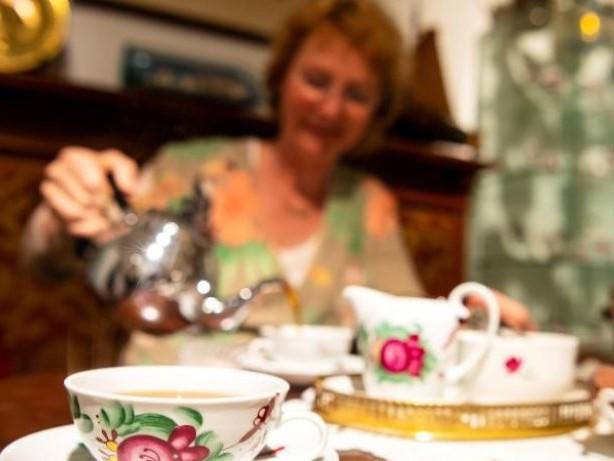 """Von """"Kluntjes"""" und """"Wulkjes"""": Warum in Ostfriesland immer Teezeit ist"""